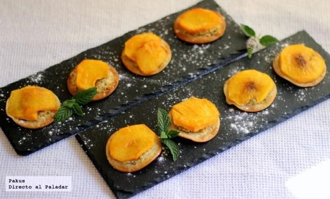 Pastelitos de melocotón, almendras y pistachos, receta sencilla para un postre resultón