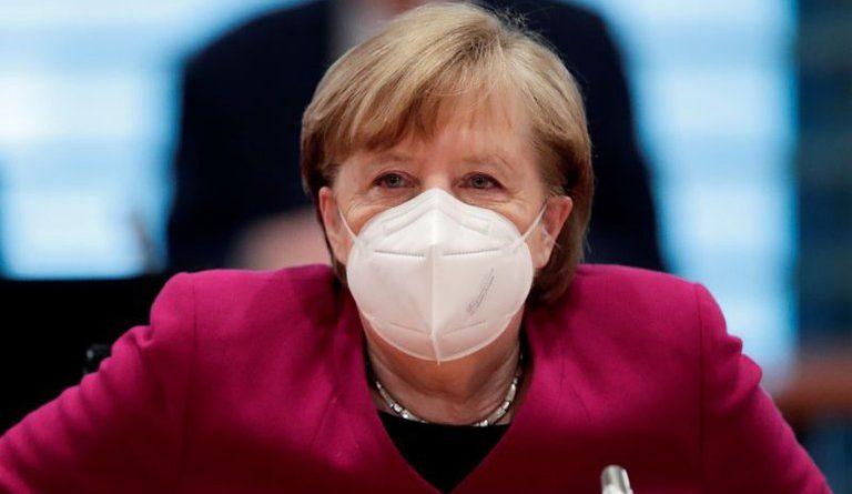 Angela Merkel pidió un toque de queda en Alemania, pero defendió la presencialidad de las clases