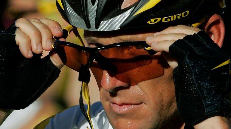 Lance Armstrong, el rey deportivo de la mentira: de formar un imperio a perder todo por el dopaje y a ser acusado de usar un motor en su bicicleta