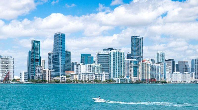 """La nueva """"fiebre"""" de Miami: cómo la pandemia convirtió a esta ciudad en un imán para gente y negocios de otras partes de EE.UU."""