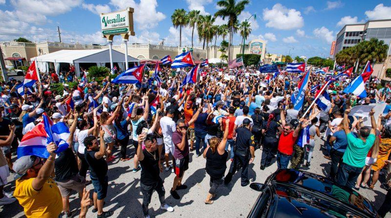La historia del Versailles, el restaurante que es el epicentro de las protestas cubanas en EE. UU.