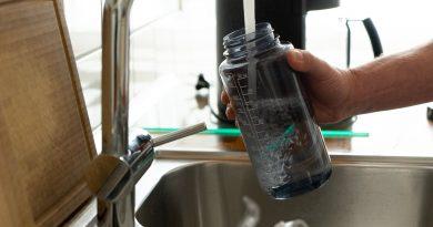 ¿Cuánta agua tienes que beber en realidad?