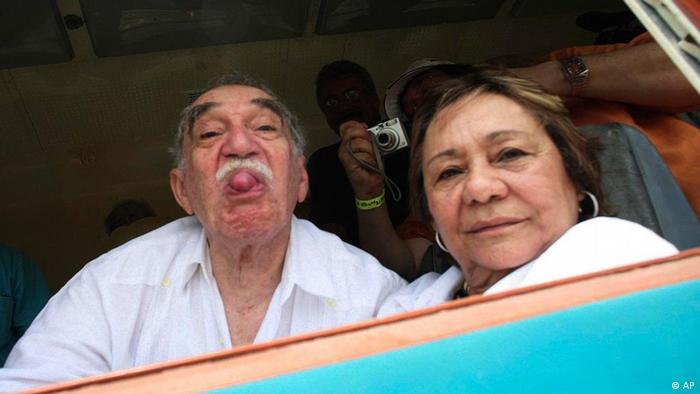 Subastarán más de 400 prendas del armario de García Márquez