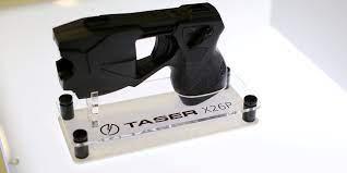 El inventor de las pistolas Taser quiere instalarlas en drones militares